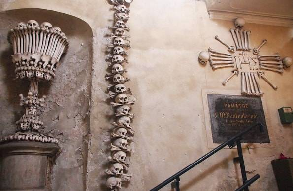 うゎ!チェコの骨の教会【閲覧注意】セドレツ納骨堂←プラハからの行き方