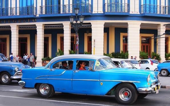 キューバの首都【ハバナ旅行記】のクラシックカー&街並みが可愛すぎ!