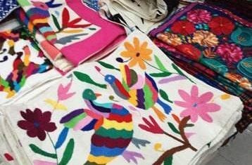 メキシコのお土産(刺繍のクッションカバー)