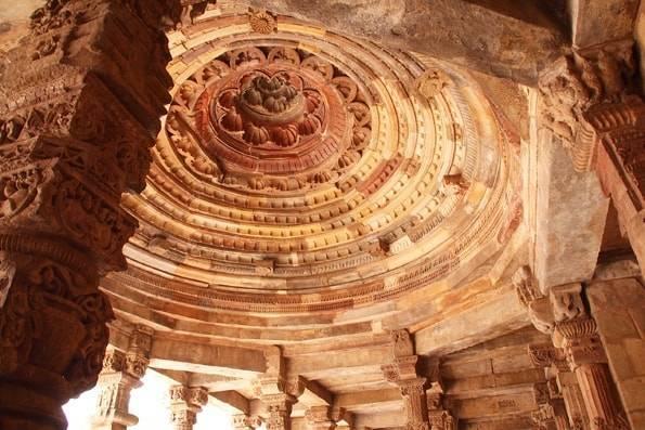 インド・デリー観光3【 長ぁ〜い塔】世界遺産「クトゥブ・ミナール(Qutb Minar)」