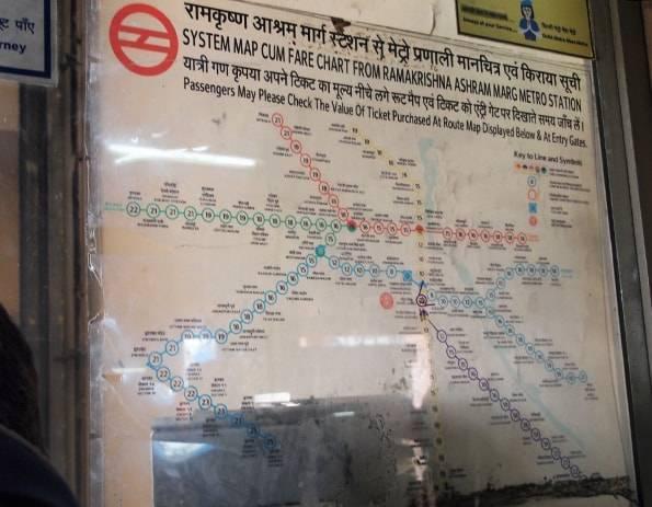 インド・デリーの「Ramakrishna Ashram Marg駅」