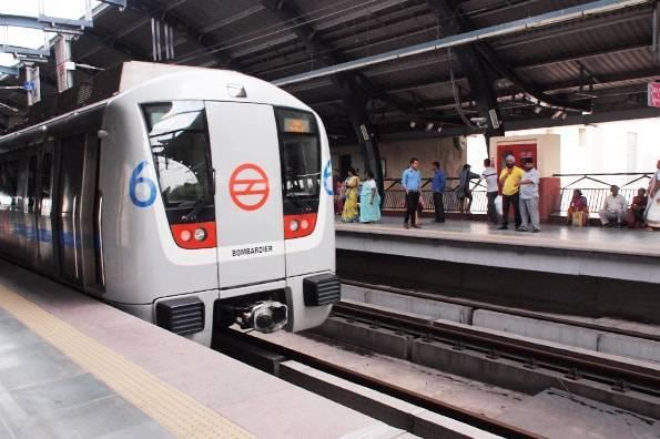 インド・デリーの電車の駅
