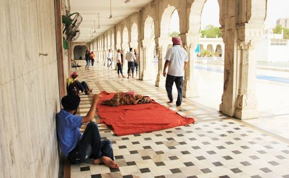 デリー観光6 シク教寺院「グラッドワーラ・バングラサーヒブ」