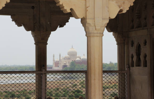 世界遺産「アグラ城塞」から見えるタージマハル