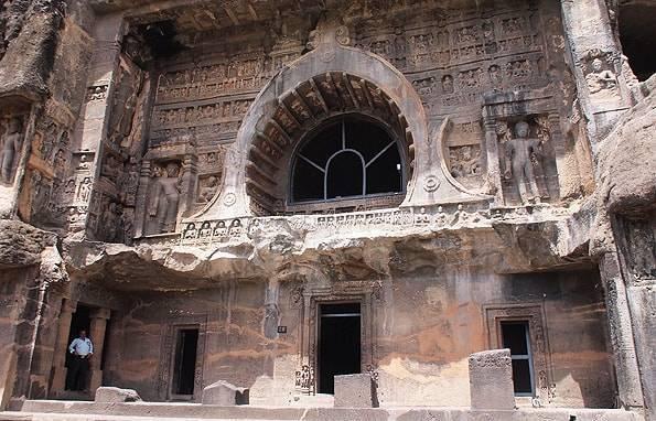 トラに襲われて発見されたインドの世界遺産【アジャンター石窟群】旅行記
