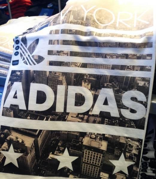 ニューヨーク限定アディダスTシャツ