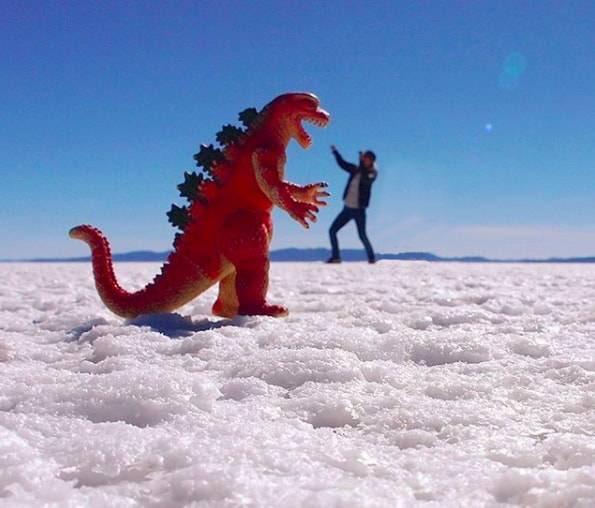 ウユニ塩湖のトリックフォト