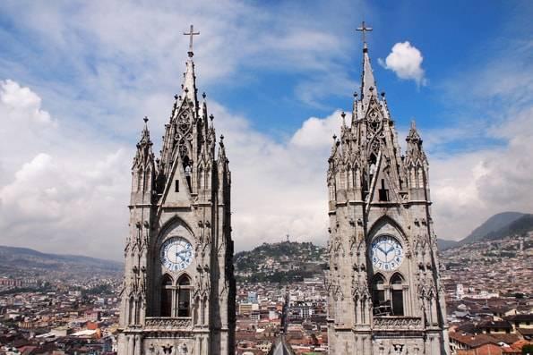 エクアドル・キトの「バシリカ (Basílíca del Voto Nacíonal) 教会」