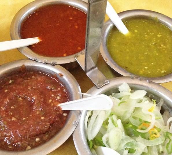 メキシコ料理のサルサとチリソース