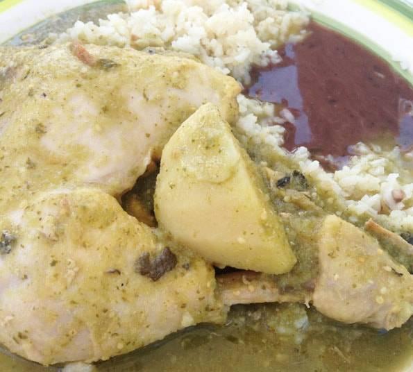メキシコで食べたチキンの煮込み料理